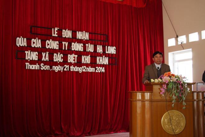 Đ/c Lê Văn Hải – Chủ tịch Công đoàn công ty tại buổi lễ trao quà của Công ty Đóng tàu Hạ Long tặng xã đặc biệt khó khăn.