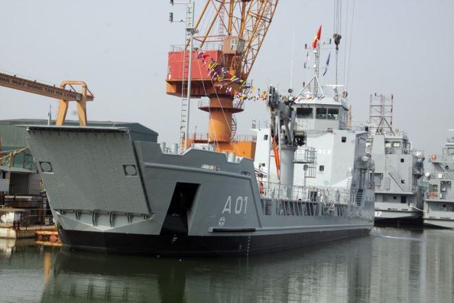 Tàu chở quân Ro ro 5612 số 1.