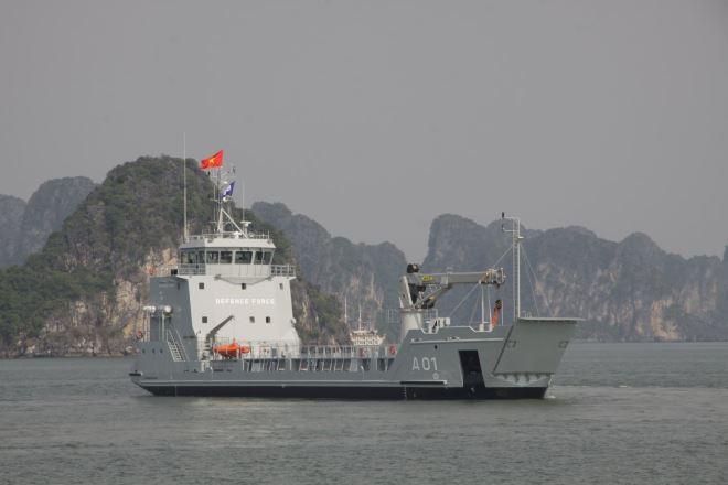 Tàu chạy thử đường dài trên biển.